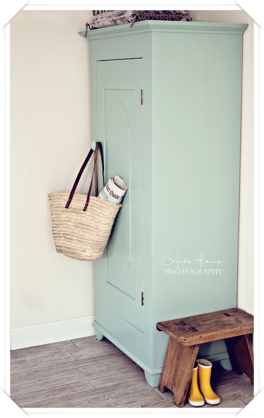 kleur kast....Painting the Past: Sapphire (mit weiss gemischt, oder gleich Farbton mint)