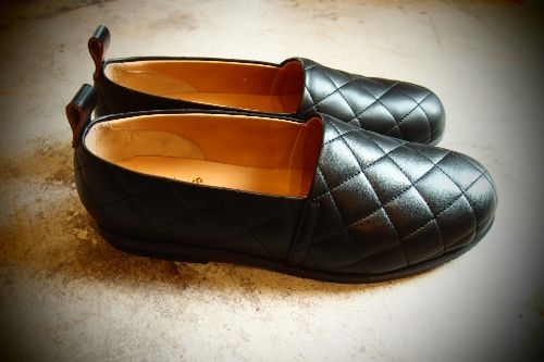 SUNSEA SNS-13S90 Quilt slip on - COWレザーキルトスリッポン COLOR:Black PRICE:¥39,900(税込)