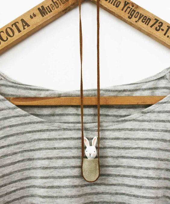 Bunny necklace - Paper clay miniature white rabbit in a bag (Inspiração para colar)