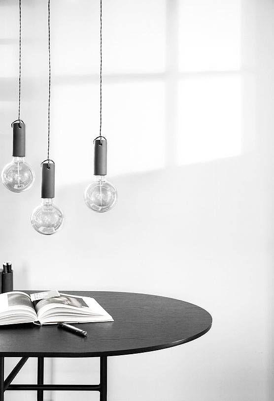 die minimalistische pendelleuchte kommt mit tonfassung. Black Bedroom Furniture Sets. Home Design Ideas