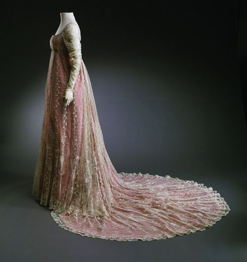 Wow this looks a lot like the dresses my bridesmaids used for my wedding!  Court dress, 1800-1810, from the Musee du Costume et de la Dentelle