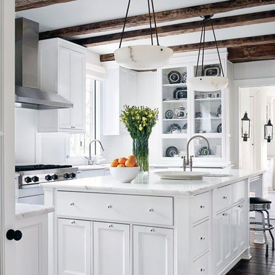 All white kitchen design by Darryl Carter - this timeless kitchen is a classic! #whitekitchen #allwhite #darrylcarter #traditional #classic