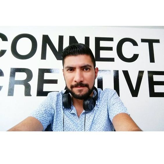 Del día que montaron un set de luces frente a mi lugar de trabajo.  #Selfie #CreativeDreams #ConnectCreatively #Work #SomosGodinez #SomosLegion #EstanBienPadresLasLuces #LástimaQueNoMeGrabaron #NiModo #ahipalaotra