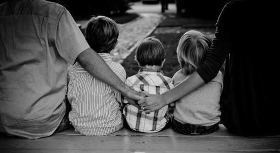 Mensagens para refletir: O SANGUE NOS TORNA PARENTES, MAS A LEALDADE NOS FA...