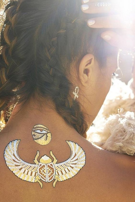 These 10 inspirational images of metallic temporary tattoos are all you need to get ready for Summer. See all of the pretty inspiration, then shop and snag your favorite metallic tattoos ahead.