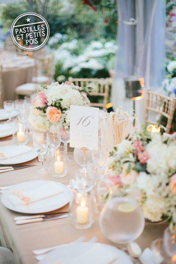 Mariage sous le signe du naturel et du chic avec de belles nuances de pèche, taupe et blanc, un ensemble ultra doux accentué par le choix des fleurs