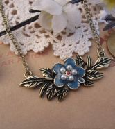 Vintage Flower And Leaves Beads Necklace $12.00