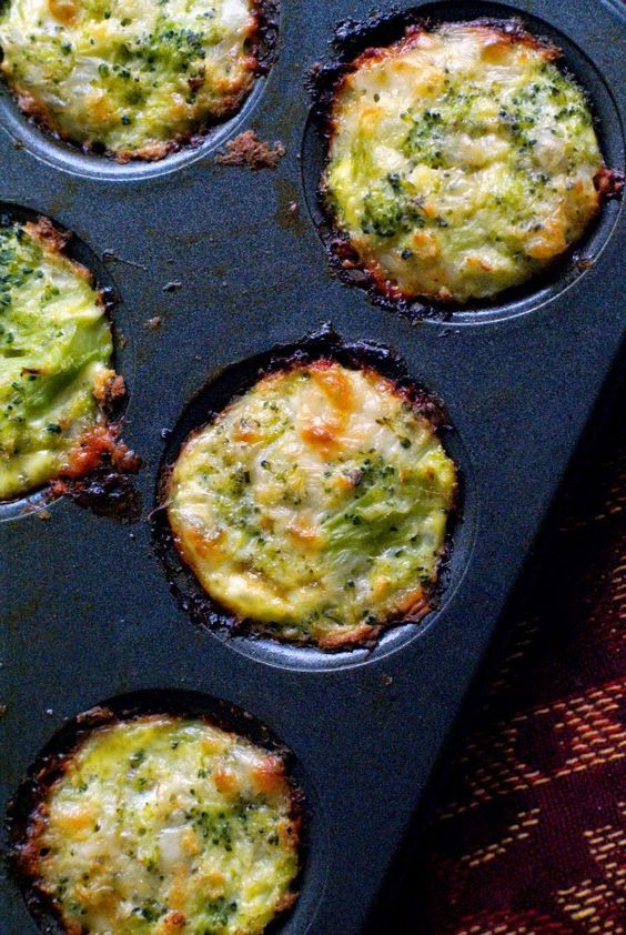 Broccoli Tots | thetwobiteclub.com | A healthy side dish or appetizer baked in your mini muffin tin!