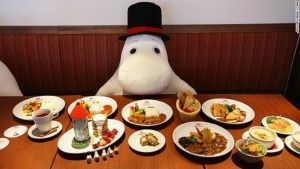 A Hong Kong restaurant offer to people to don't eat alone...seating with Moomi you will never eat alone!!!!