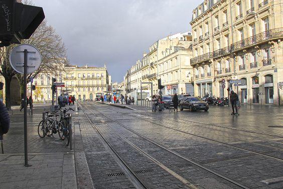 Линии трамваев в центре Бордо с контактным рельсом