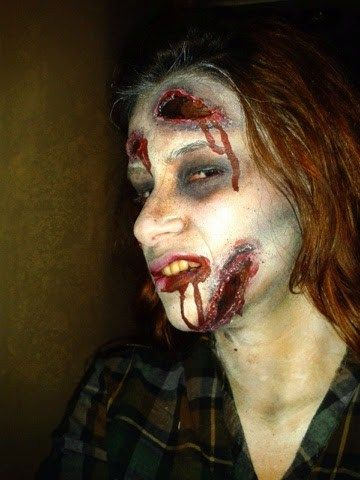 Feliz Halloween!!! se que he andado perdida pero ya estoy de regreso, y aquí lea traigo este tutorial de maquillaje para halloween, este fue mi disfraz del 2012. Este año no hubo fiesta de halloween para mi 🙁 Antes de empezar lávate bien el rostro, luego empieza a aplicar el color blanco como base, con …