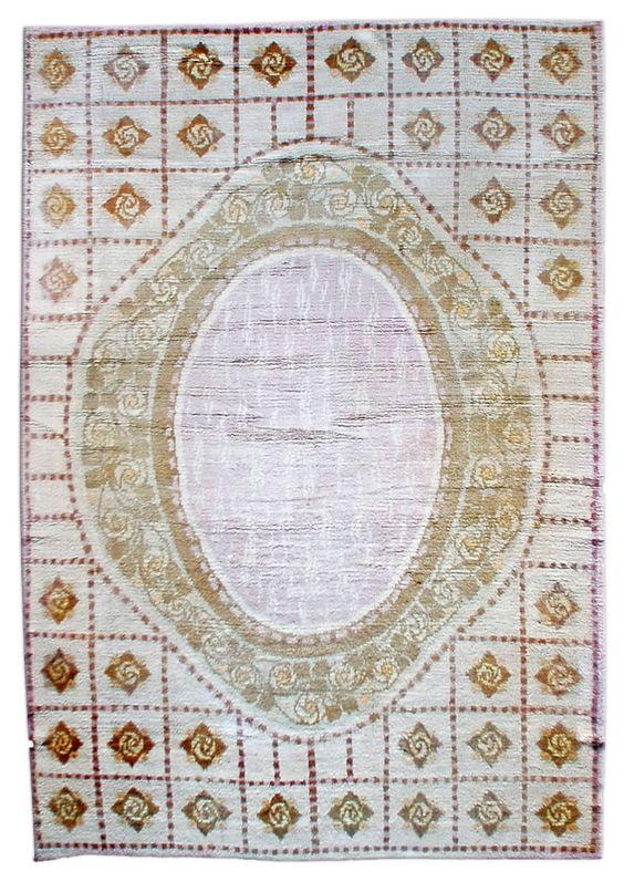 A French Deco carpet BB0928 - A modern early 20th century French Deco rug, the grayish field with a square tile cartouche design overall surround ...