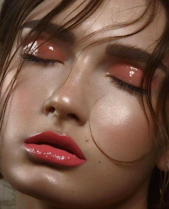 Caramel nude, efecto wet en ojos y labios con brillo