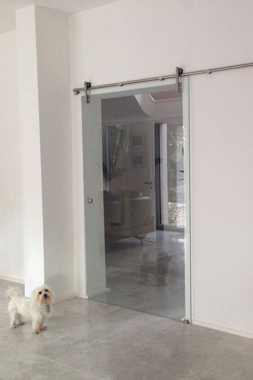Glasschiebetur Suspens Sorgt Fur Einen Eleganten Anblick Im Wohnzimmer Glas Ideen Glasschiebetur Schiebetur Glas Glastur Wohnzimmer