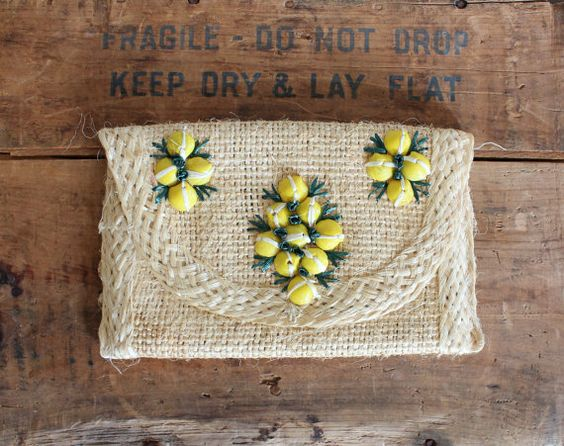 vintage clutch - woven raffia souvenir purse - floral seashells - summer purse - tropical beach handbag