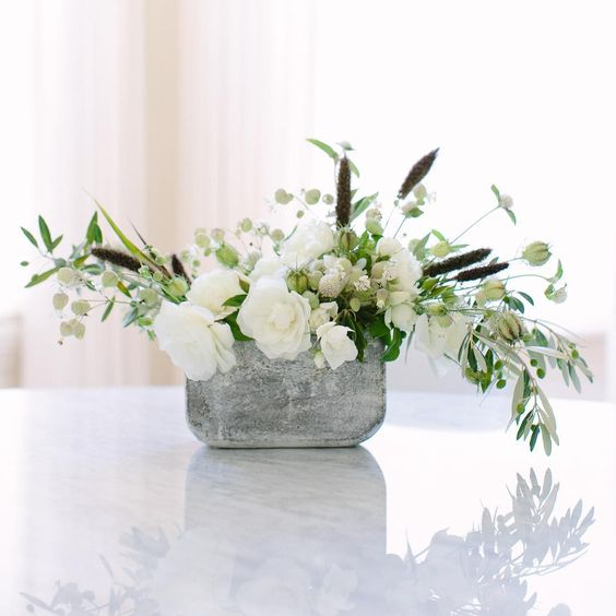 Summer whites on #bloomsinseason this month with @caitlinflemming. And if you like where we're going with this, there are more images on the blog.  @emthegem