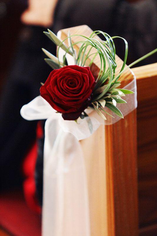 red roses ceremony church  rote Rosen Kirchenschmuck Trauung Hochzeit wedding