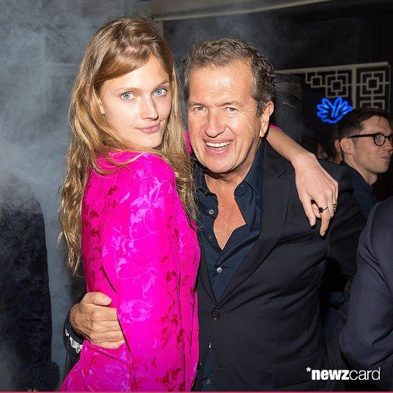 Modelo Constanza Jablonski (L) y el fotógrafo Mario Testino asisten el Dim Sum Pajama Party Vogue.com en Nom Wah Tea Parlor el 2 de mayo de 2015, de la ciudad de Nueva York. (Foto por Michael Stewart / Getty Images)