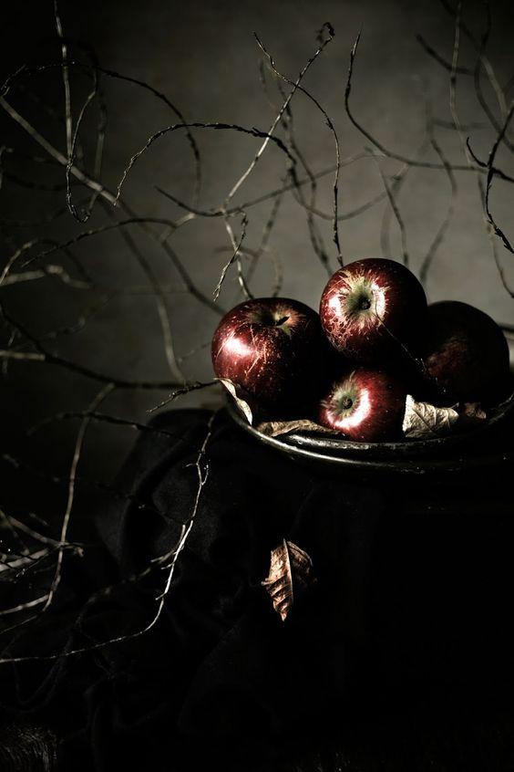 Maçã... Fruta do amor e do desejo... Símbolo da sedução e da magia... Cozinha de bruxa