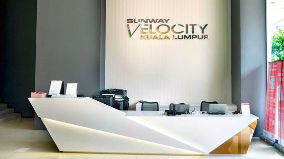 Modern Reception Desk With Cool Lines Open Communication With Customers Reception Desk Office Reception Counter Design Reception Desk Design