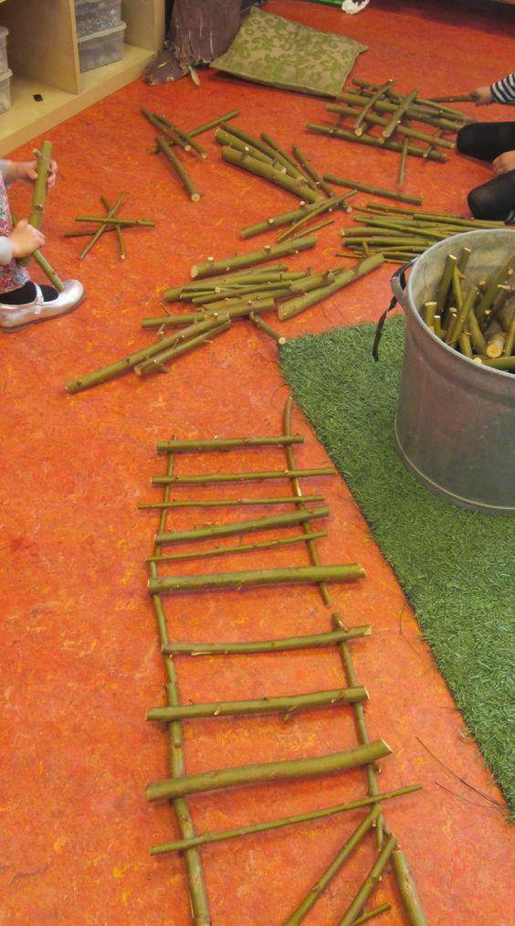 Spelen en bouwen met snoeiafval. Nutsschool Maastricht: