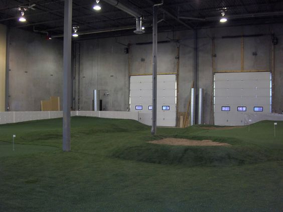 Indoor golf practice room at Blessings Golf Club in Fayetteville ...