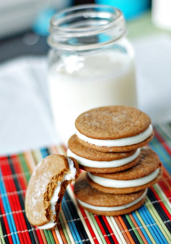 Key Lime Pie Cookies- homemade graham cracker cookies with key lime cream cheese filling.