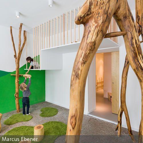 Die Natürlichkeit in Form, Material und Farbe unterstützt das pädagogische Konzept der Kindertagesstätte. Die Kombination der Naturmaterialien mit  …