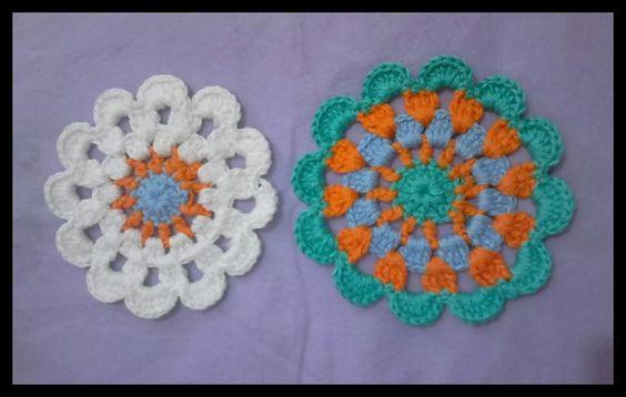 Lindas flores de crochê confeccionadas com linha 100% algodão em fio duplo. <br> Feitas sob encomenda . <br> Você escolhe as cores. Podem se utilizadas na decoração de almofadas , tapetes e cortinas. Medem 12 cm de diâmetro. <br>Medidas e preços : <br>12cm = 1,70 <br>10cm = 1,50 <br>9 e 8cm = 1,30 <br>Menor que 7cm é 0,90