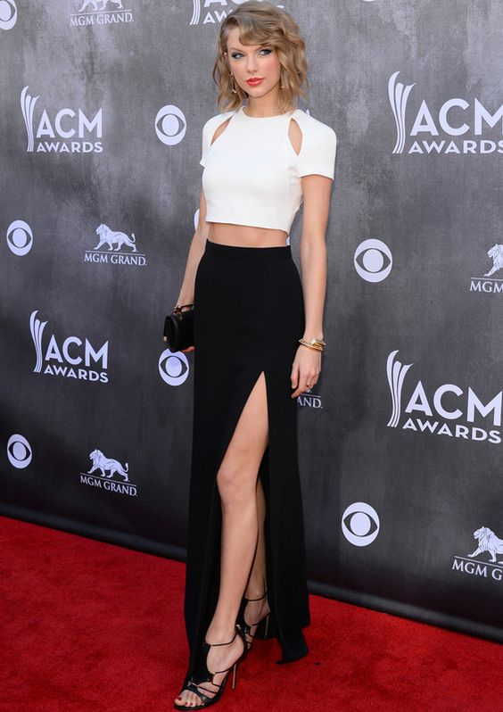 Taylor Swift, con top y falda de J.Mendel