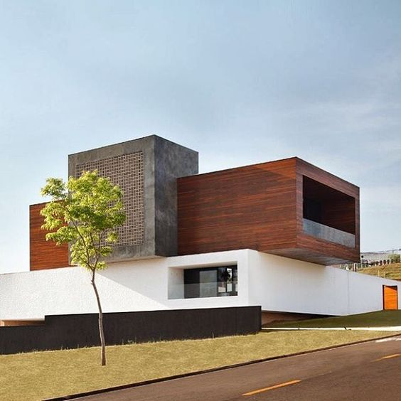 La House by Studio Guilherme Torres. Property designed for a young couple, located in Londrina, Brazil. According to Studio Guilherme, this house is a big wooden box which calls everybody's attention from inside and outside of the condominium. The house abolished the spaces and traditional partitions.  #design #architecture #building #modern #arch #style #lifestyle #instadaily #steel #wood #minimal #box #house #contemporary #unique #luxury #vila #home #minimalism #brazil