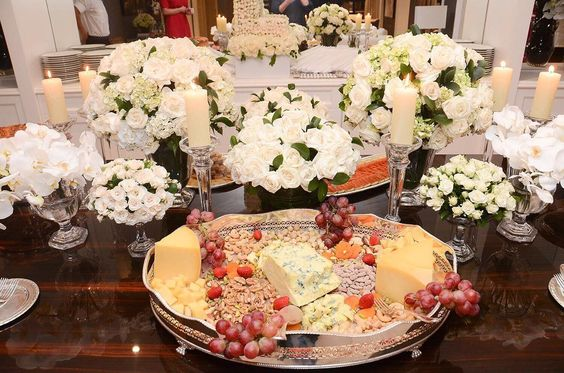 #details da mesa de frios @greccocoppola flores @andrepedrotti !  Obs: depois foi servido o buffet quente... #lalarudge26 by lalatrussardirudge