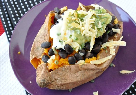 This sweet potato meal looks delicious. I'd add avocado instead of guac and not use the cheese.: Food Recipes, Baked Potatoes, Black Beans, Recipes Sweet, Crayons Recipe, Sweet Potato Recipes, Stuffed Sweet Potatoes