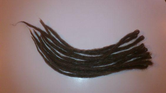 Dreadlocks en cheveux synthétiques simples x20 : http://www.alittlemarket.com/accessoires-coiffure/dreadlocks_simples_x20-1975721.html