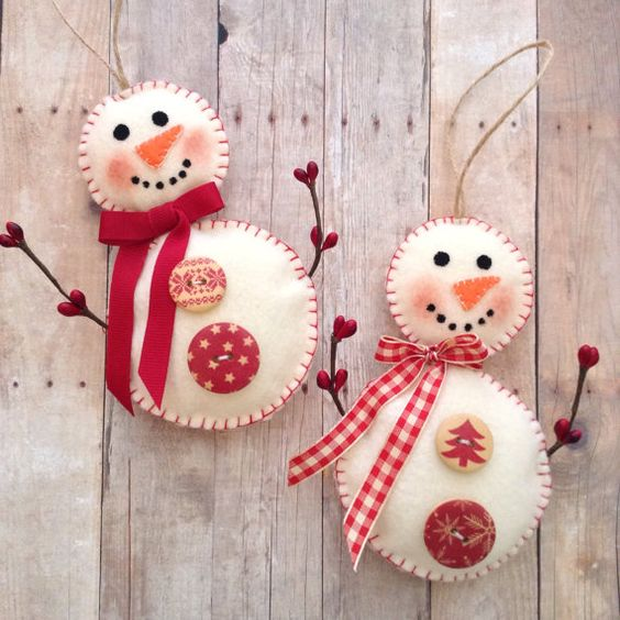 Snowman Ornaments / Christmas Snowman Felt Ornaments / Xmas tree Ornaments / set of 2 / Handmade Decor with Vintage Wood Button - Plaid Bow