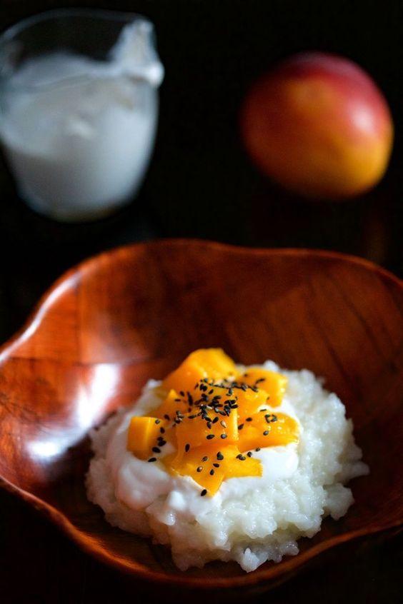 Riz gluant thaï au lait de coco et à la mangue.