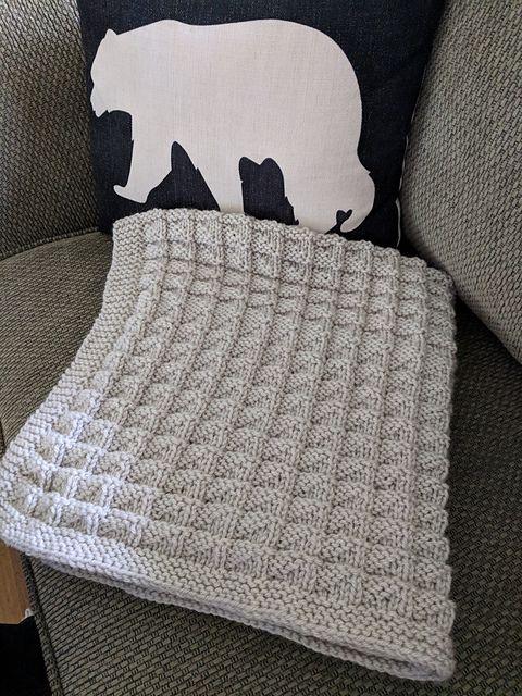 "Baby Shell Pattern Blanket 28/"" x 32/"" Aran Knitting Pattern"
