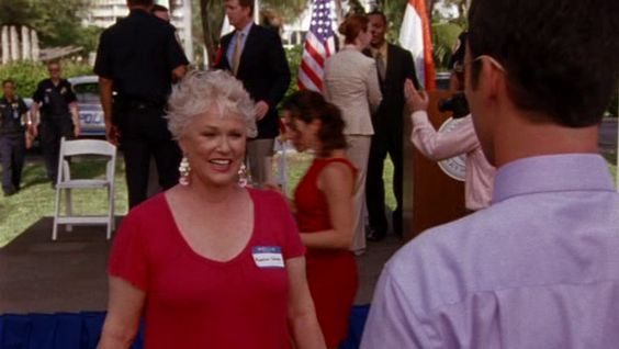 "Burn Notice 3x12 ""Noble Causes"" - Michael Westen (Jeffrey Donovan) & Madeline Westen (Sharon Gless)"