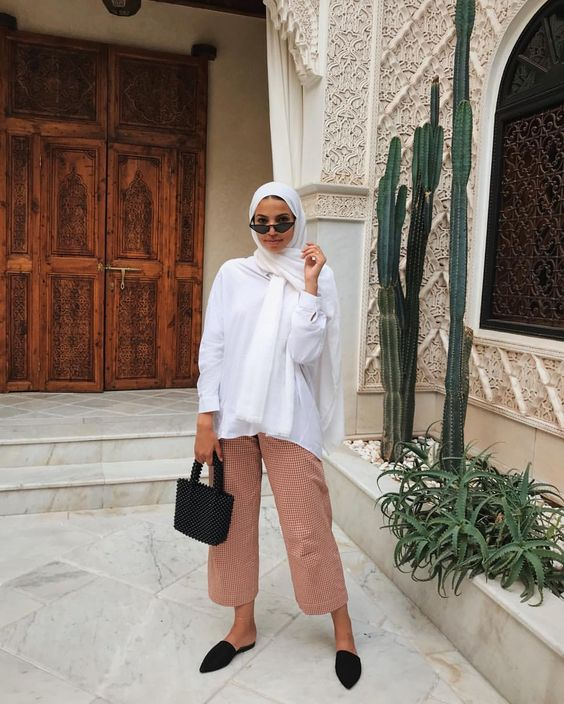 modest wear, hijab, minimal, monochrome, street style, autumn-winter, spring-summer, neutral, smart casual, oversized, jumper, nude, korean fashion