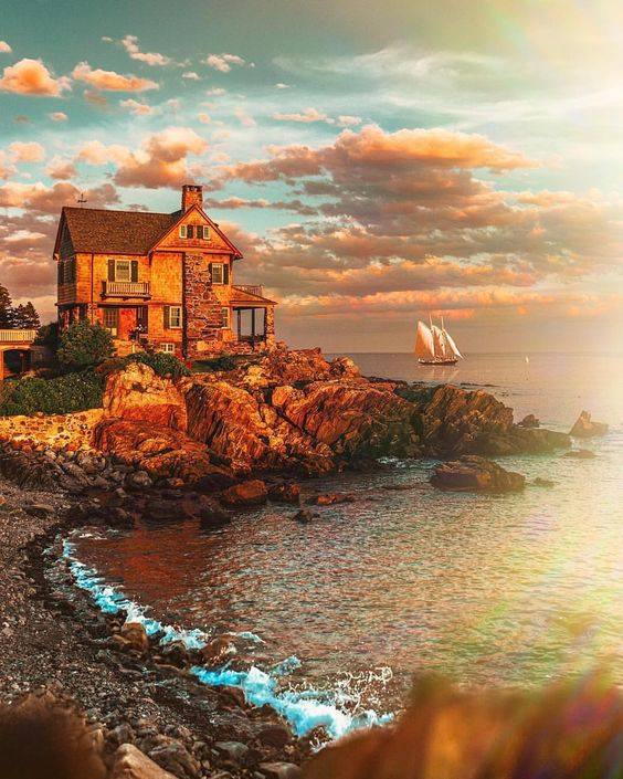 Nope, it's not a painting. It's an actual pretty-as-a-picture house in Kennebunkport, Maine.❤️❤️Phot