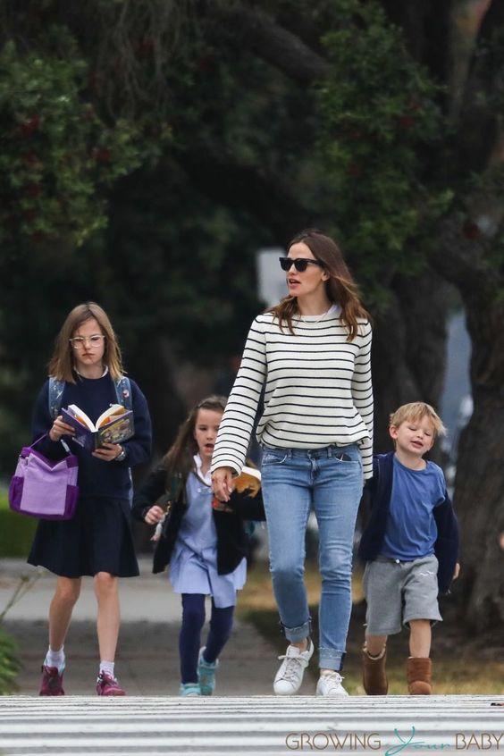 Jennifer Garner out in Brentwood with kids Violet, Seraphina and Sam Affleck 2017