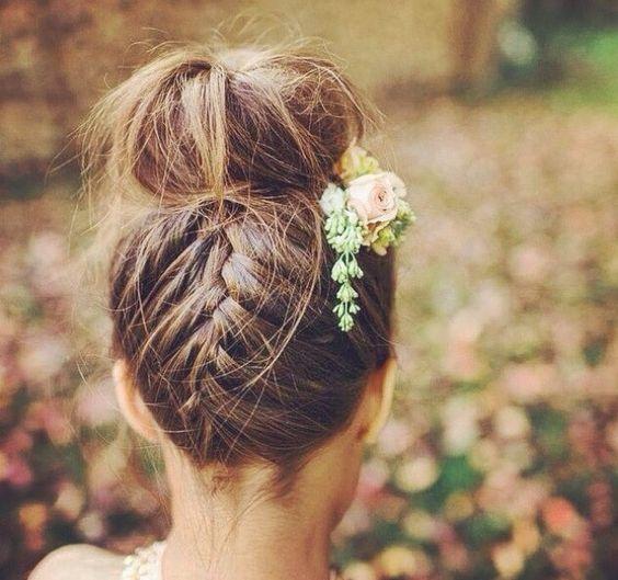 Peinado de novia moño alto con trenza
