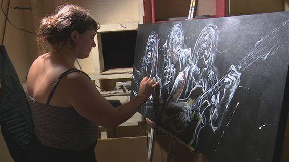 L'artiste Caroline Jacques au travail.