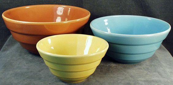 Colorful, Vintage Nesting Bowls - 3 Different Colors - Colorful, Vintage Nesting Bowls - 3 Different Colors