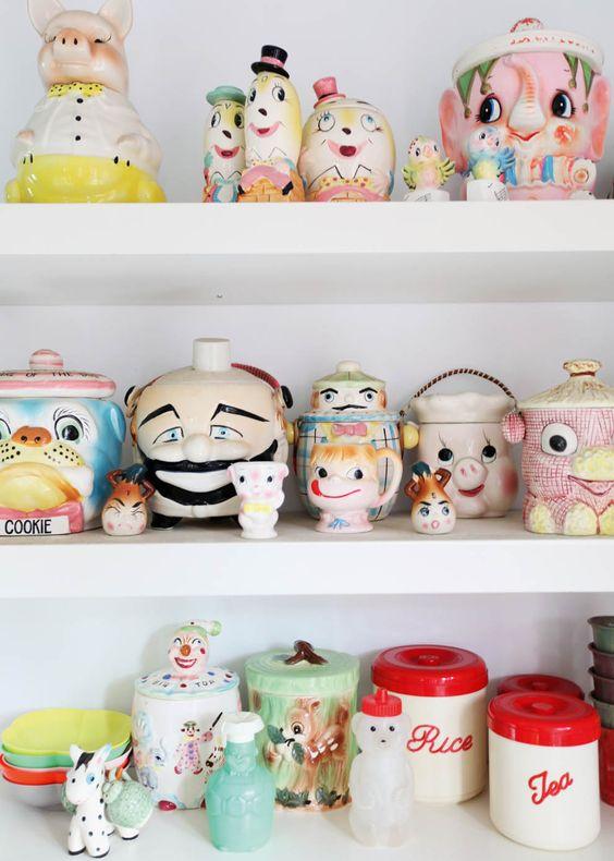 Une collection de vieux pots à biscuits drôlissimes, achetés aux puces ou sur Internet.