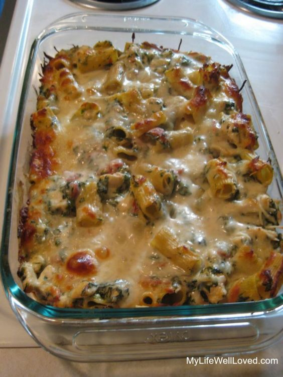 Chicken and spinach pasta bake. Pinned over 1 million times, so  you know it's good! This recipe is perfect for school nights. #Recipe #Chicken
