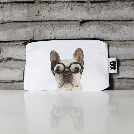 Cartera Remigton the Reader La vida depende de las gafas con que las mires, y en esta cartera te cabe lo justo para que la veas maravillosa.