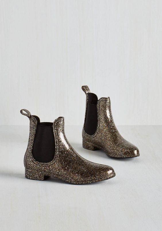 Glitz Raining, Glitz Pouring Rain Boot. Put some pizzazz into your puddle jumping with these sparkly rain boots by Report Footwear! #black #modcloth