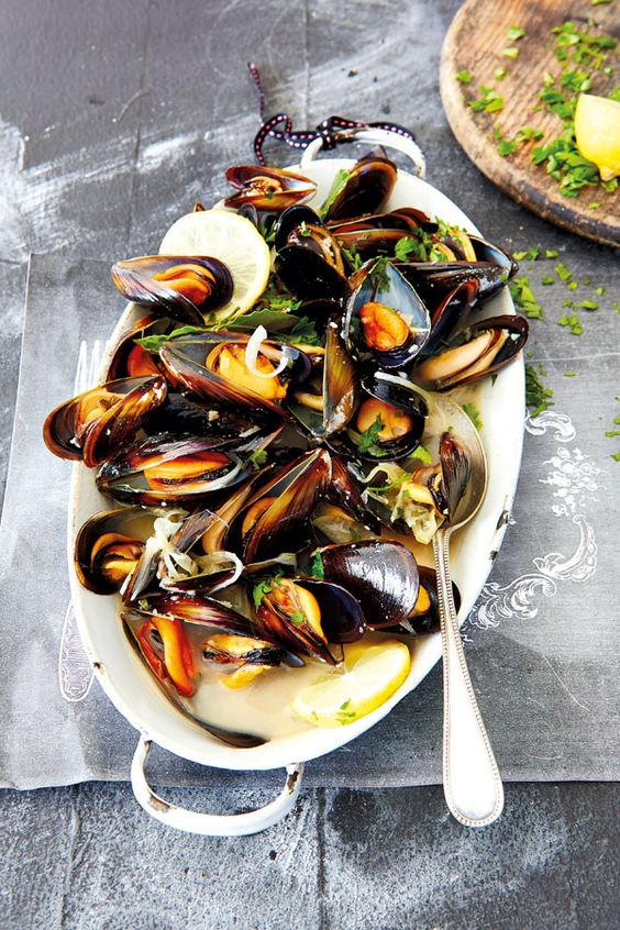 moules au vin blanc recette pinterest sauces moules et miettes de pain. Black Bedroom Furniture Sets. Home Design Ideas