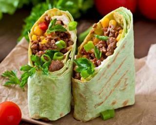 Sandwich burritos à la mexicaine : http://www.fourchette-et-bikini.fr/recettes/recettes-minceur/sandwich-burritos-la-mexicaine.html